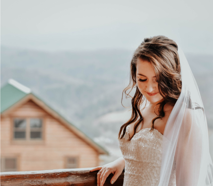 Photos: Ashley Leffew Photography Makeup: Hannah Bass MUA Hair: Bride